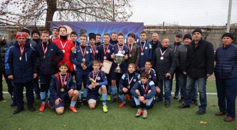 Вот они, победители Мемориала имени Анатолия Заяева-2020, юные футболисты Училища олимпийского резерва.
