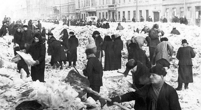 В непокорённом Ленинграде.