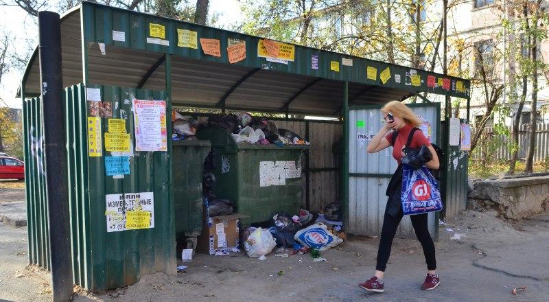 Помимо неразберихи с платёжками, крымчане жалуются на то, что мусор вывозится плохо.