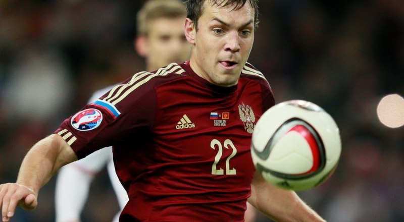 В игре лучший бомбардир сборной России на отборе к «Евро-2020», её капитан Артём Дзюба, забивший девять мячей в десяти матчах.