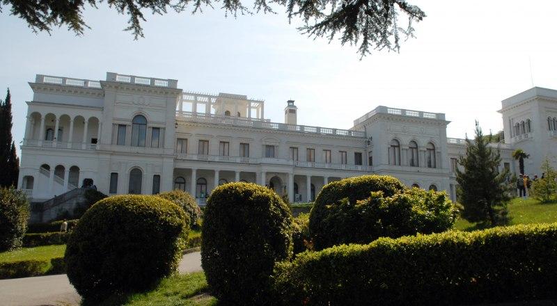 В рамках акции можно посетить онлайн-экскурсию по Ливадийскому дворцу и парку.