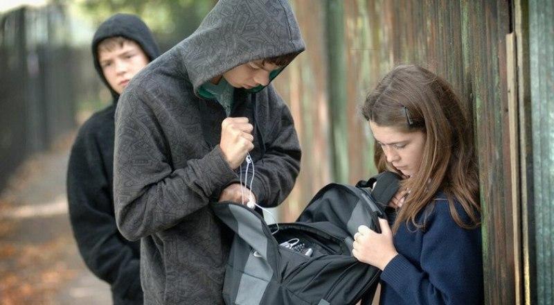 Грабёж - один из самых распространённых видов подростковых преступлений. Фото из открытых источников.