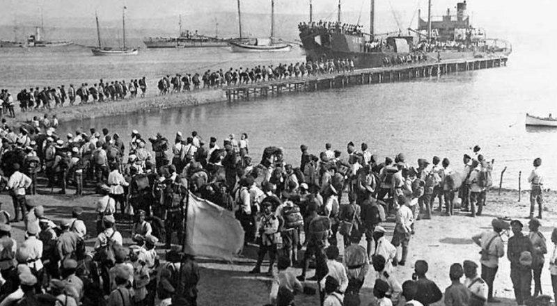 В 1920-м из Крыма уходили воины Белой армии.