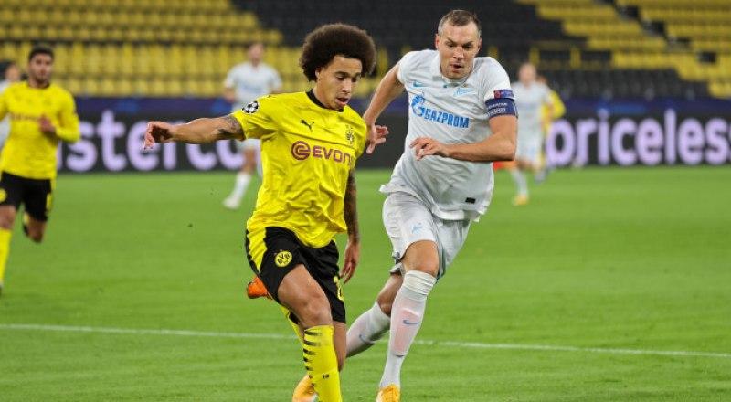 Надежды питерцев на пробивную мощь Артёма Дзюбы (в белой форме) в матче с дортмундской «Боруссией» не оправдались.