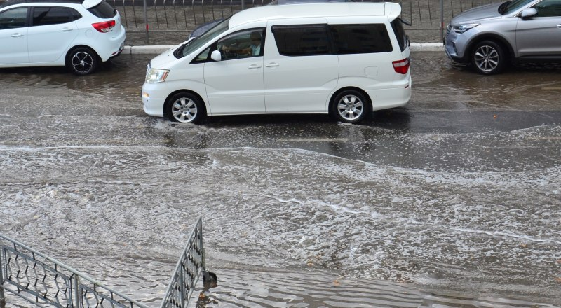Несмотря на дождь и внезапные реки на дорогах, этого всё равно мало, чтобы наполнить водохранилища.