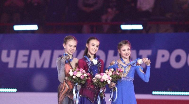 Вот они, российские вундеркинды фигурного катания - Саша Трусова, Аня Щербакова, Алёна Косторная (на снимке слева направо).