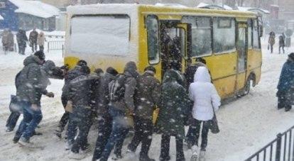 Если коммунальщики не успеют адекватно среагировать на ухудшение погоды, то дорожный трафик может опять застопориться.