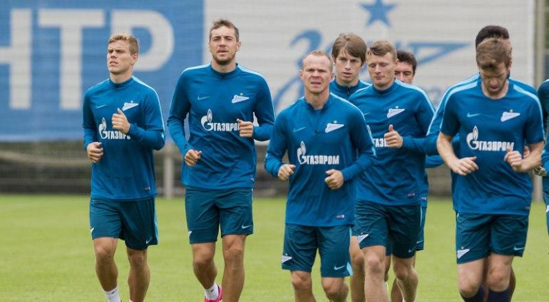 Тренируются чемпионы России и лидеры нынешнего первенства страны футболисты санкт-петербургского «Зенита».
