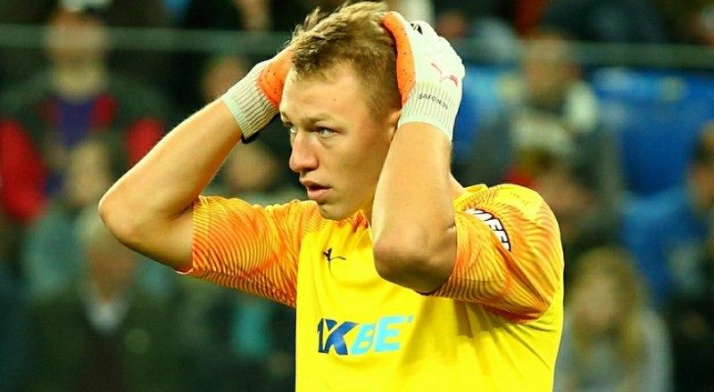 После таких матчей, как в Базеле, молодому вратарю «Краснодара» Матвею Сафонову только и остаётся, что хвататься за голову!