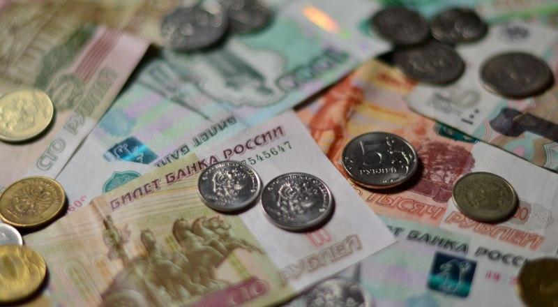 Во время кризиса большинство россиян предпочитает хранить деньги в виде наличности.