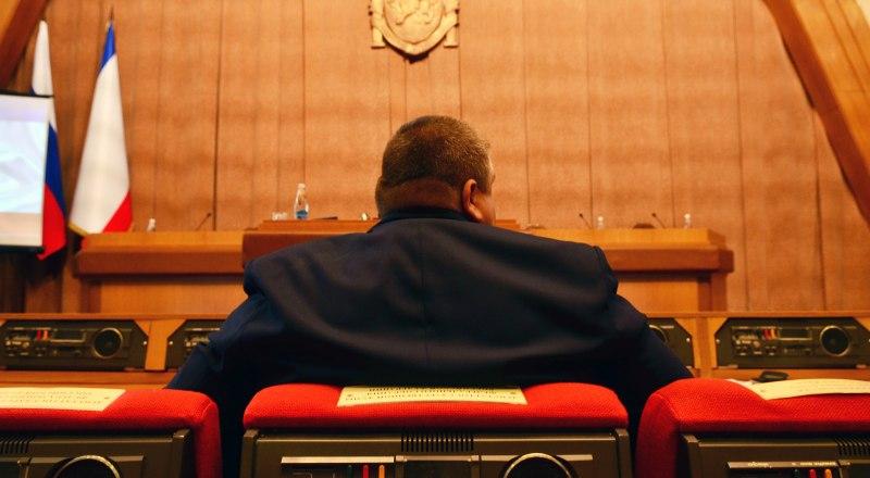 Крымским депутатам, как и их коллегам из других регионов, голод не грозит. Фото Александра КАДНИКОВА.