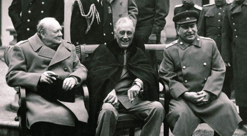 Фото из архива газеты. Уинстон Черчилль, Франклин Рузвельт, Иосиф Сталин (слева направо).