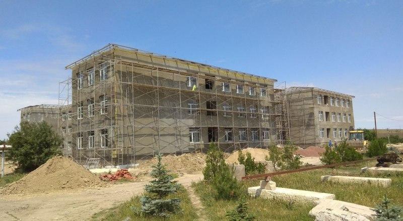 Так выглядела школа в Зеленогорском год назад. С тех пор мало что изменилось.