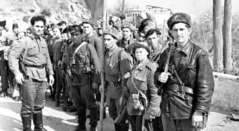 Вместе с Красной Армией полуостров освобождали и партизаны.
