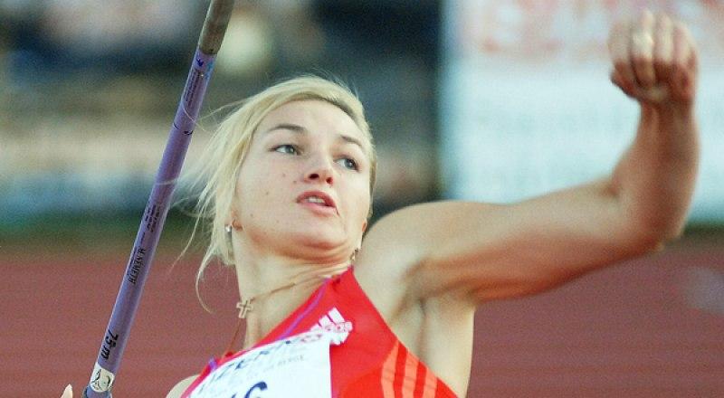 Копьё метает трёхкратная чемпионка России Вера Маркарян.