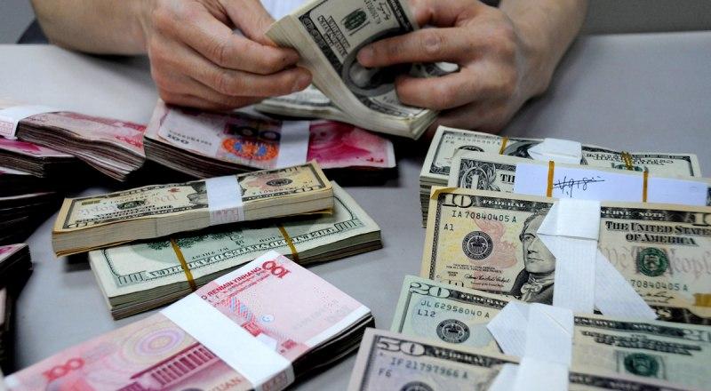 При провозе суммы больше 10 тысяч долларов по курсу Центробанка необходимо её декларировать.