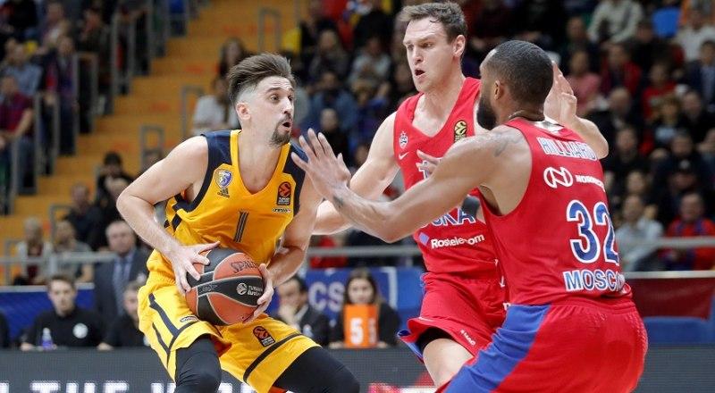 Вот так баскетболисты ЦСКА атакуют лучшего снайпера «Химок» Алексея Шведа.