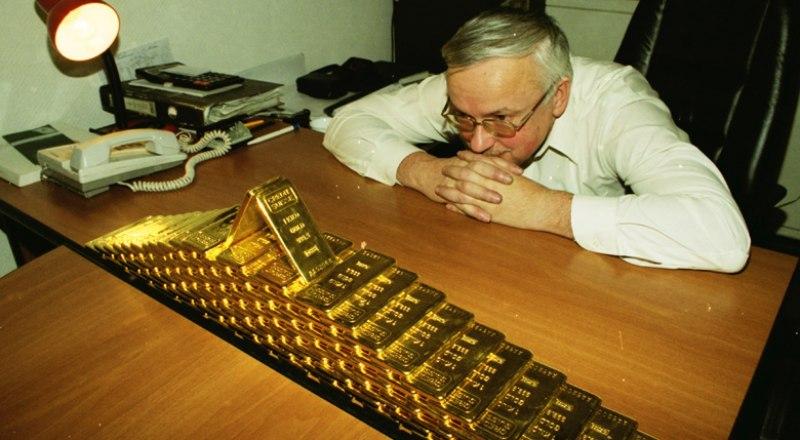В нестабильные времена цены на драгоценные металлы растут вместе со спросом.