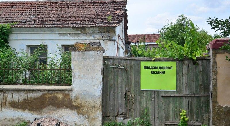 Если дом очень старый, то страховые компании могут отказать в его страховании.