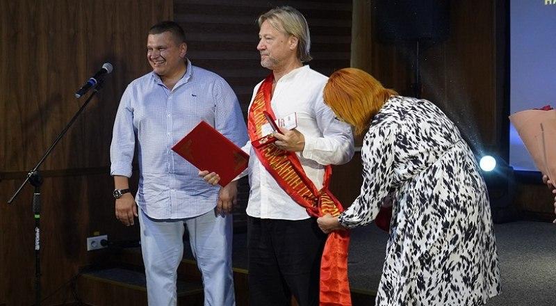 Почётный гражданин Евпатории Дмитрий Харатьян. Фото Ивана ПУГАЧЁВА.