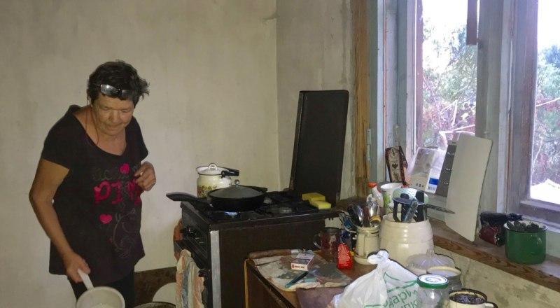 Вера Степановна готовит еду бездомным в «Теремке».
