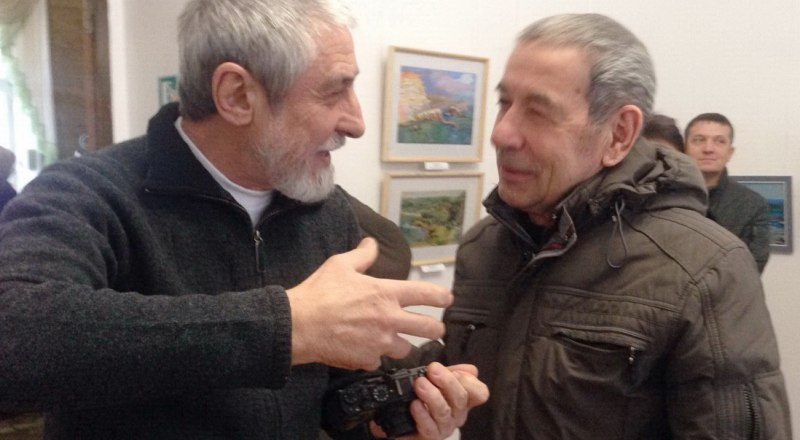 Активные участники выставок: скульптор Айдер Алиев и живописец Александр Марьяхин.