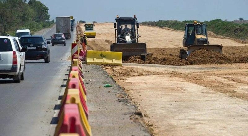 Львиная доля средств (32,6 млрд. рублей) будет пущена на строительство и реконструкцию автомобильной дороги Симферополь - Евпатория - Мирный.