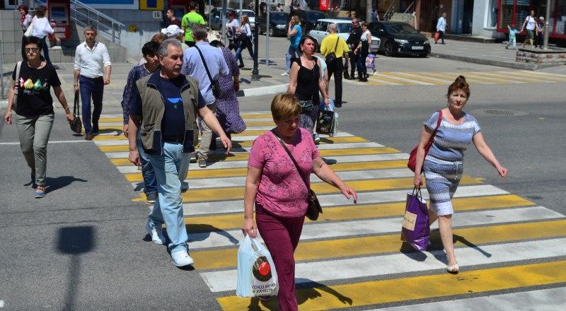 Образцово-показательные пешеходы становятся редкостью. Фото: Александра Кадникова