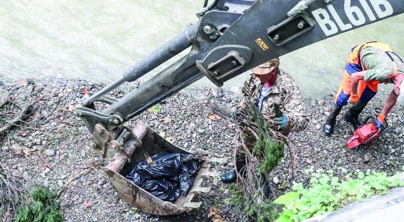 В Ялте продолжают расчищать русла рек.