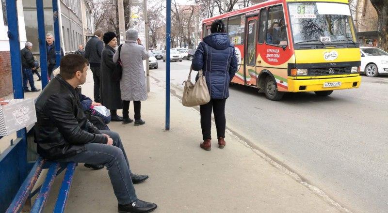 Тысячи крымчан ежедневно страдают от хамства маршрутчиков.