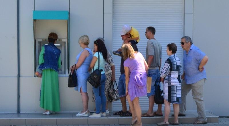 Неправильно сделанный перевод в банкомате тоже можно вернуть. Но не быстро.