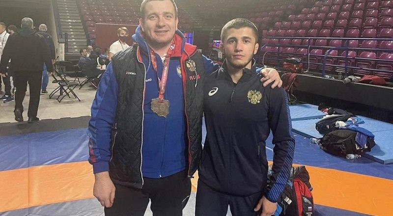 Заслуженный тренер России Сергей Попенков и чемпион Европы-2021, заслуженный мастер спорта Эмин Сефершаев.