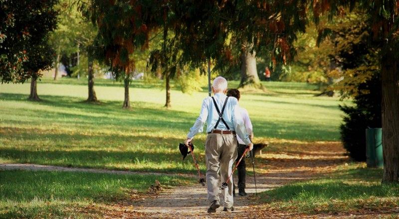 Скандинавская ходьба особенно рекомендуется в пожилом возрасте.