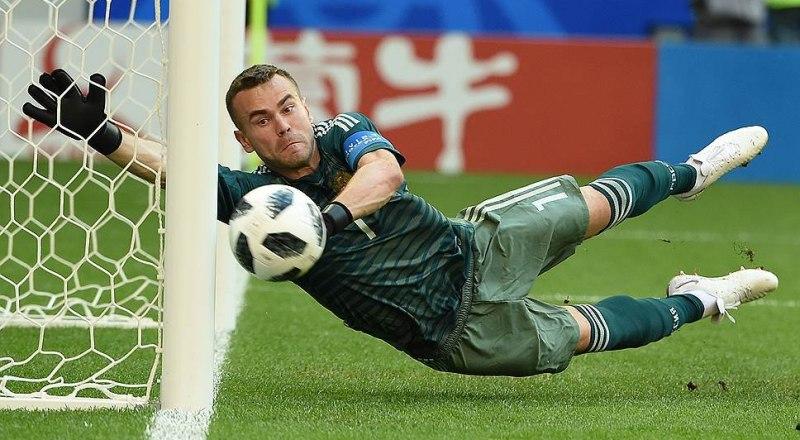 Блестяще защищал ворота ЦСКА в игре с «Эспаньолом» Игорь Акинфеев. Но на этот раз «один был не воин» - 0:2.