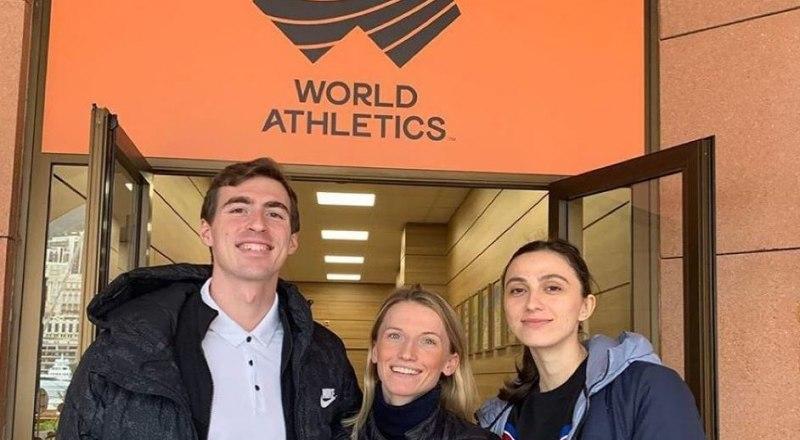 Вот она, тройка непокорных - чемпионы мира Сергей Шубенков, Анжелика Сидорова, Мария Ласицкене (на снимке слева направо), которые ведут сражение за сохранение российской лёгкой атлетики в мировой спортивной семье.