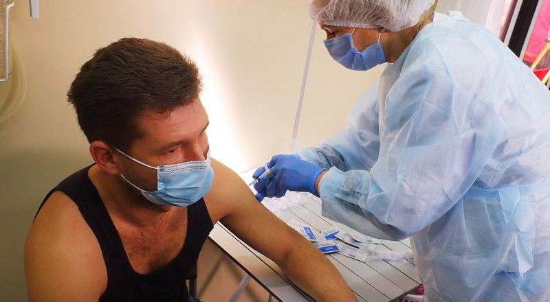 Запасы вакцины от COVID-19 в прививочных пунктах Крыма уже пополнены.