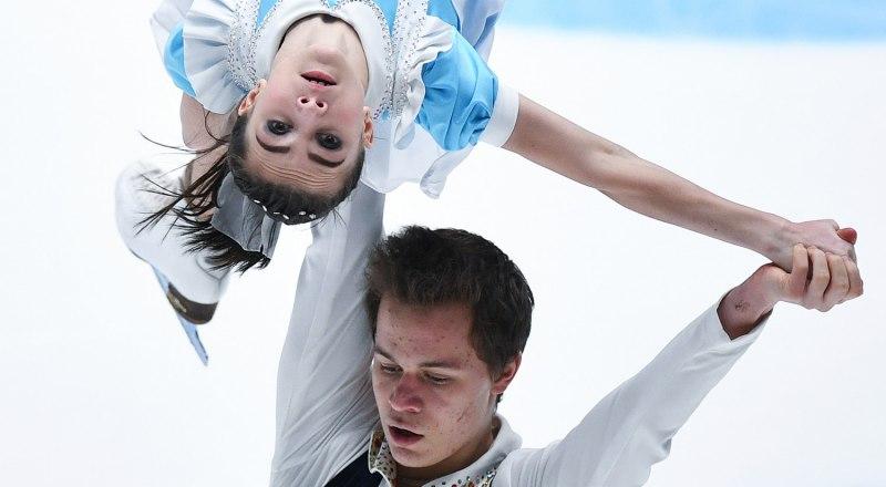 Выступают олимпийские чемпионы Лозанны-2020 спортивная пара фигуристов Аполлинария Панфилова и Дмитрий Рылов.