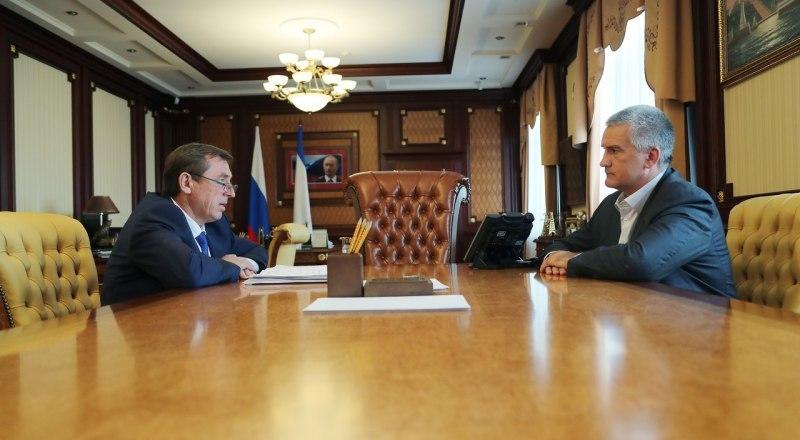 Глава республики Сергей Аксёнов и председатель Совета министров РК Юрий Гоцанюк.