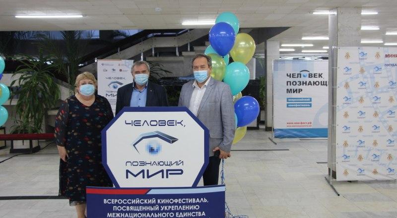 Торжественное открытие фестиваля прошло в соответствии с рекомендациями Роспотребнадзора.