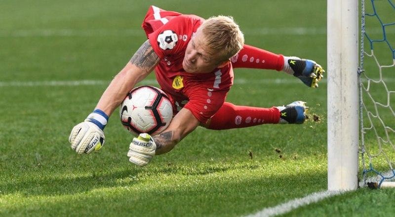 Играет лучший вратарь 2-го тура - голкипер казанского «Рубина» Юрий Дюпин.