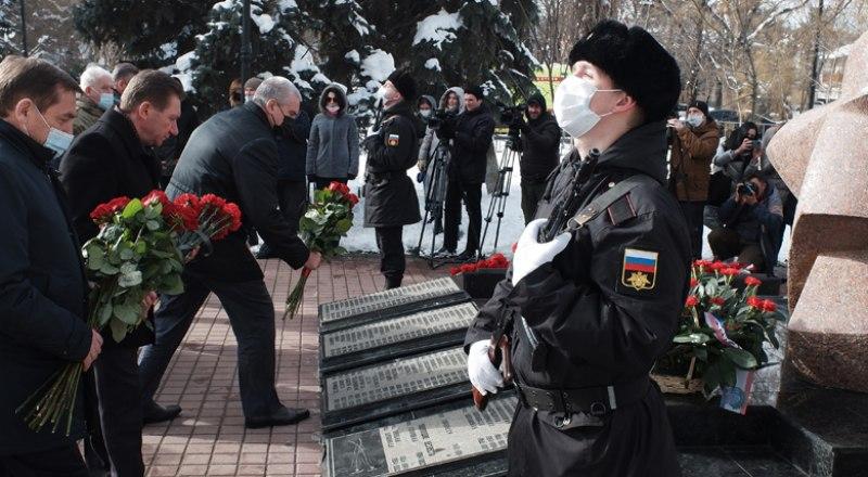 У памятника крымчанам, погибшим в Афганистане.
