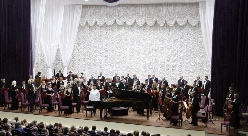 В обновлённом зале уютно и музыкантам, и зрителям.