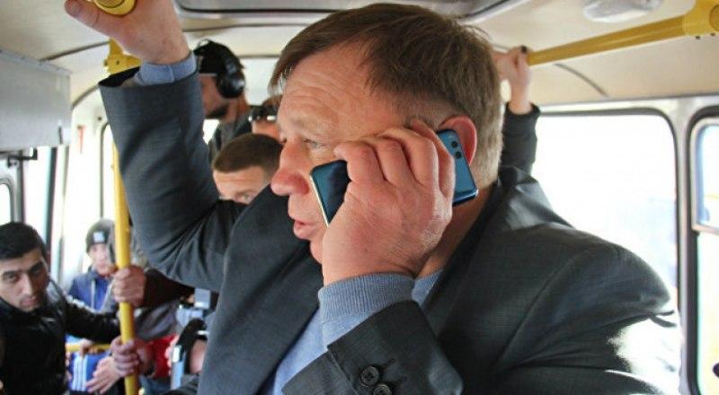 Фото РИА Новости. Игорь Лукашёв рабочий день начал с поездки в общественном транспорте.