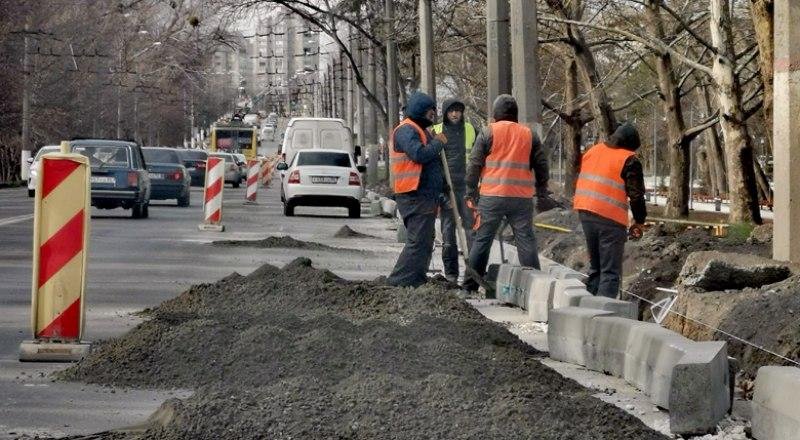 На улице Киевской подрядчик сделает заездные карманы для общественного транспорта.
