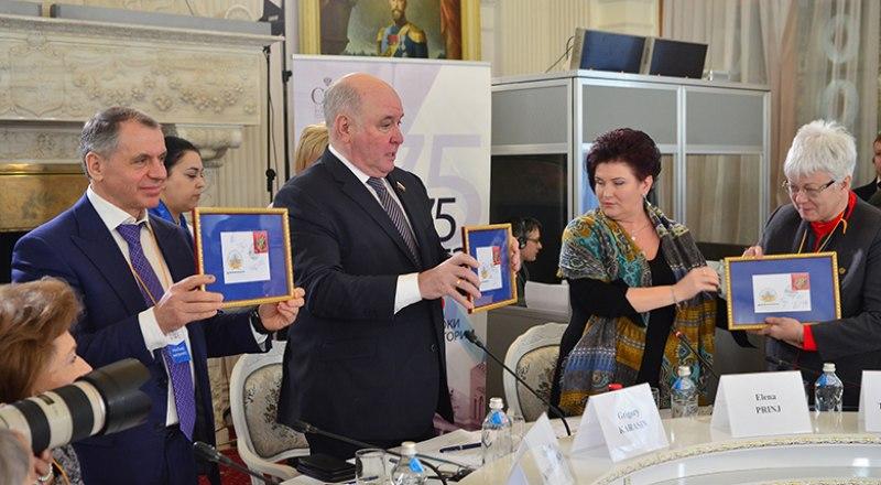 Специальное гашение юбилейной марки «75 лет Ялтинской конференции» в Ливадийском дворце. Фото Александра Кадникова.