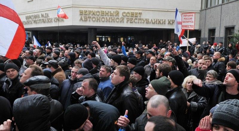Беспорядки у Верховного Совета АРК 26 февраля 2014 года унесли жизни двух крымчан.