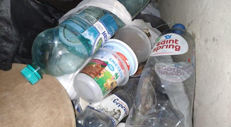 Складируем пластик до очередной акции по сбору.