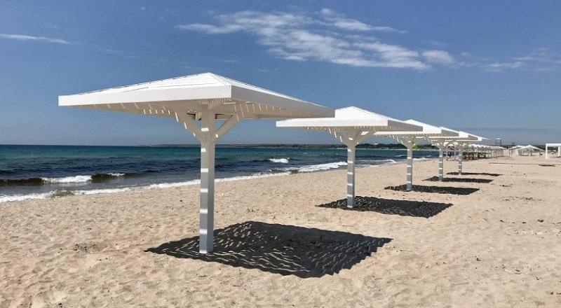 Пляж в таком виде устраивает не всех. Некоторые люди хотят поставить магазины, бетонные конструкции и кафе.