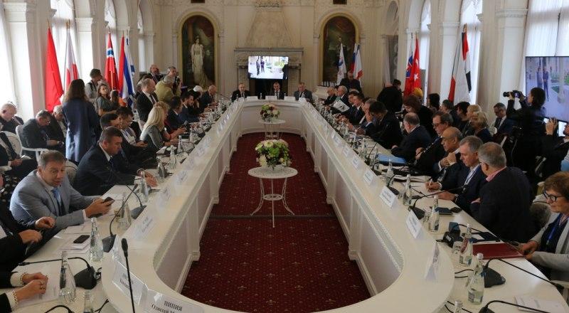 Участники международной конференции в Ливадийском дворце.