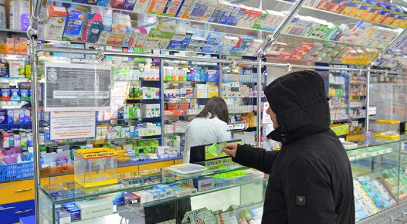 Не все аптеки работают в праздничные дни. Фото Александра Кадникова.